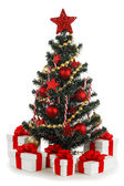 Vyzdobený vánoční strom na bílém pozadí — Stock fotografie