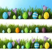 Huevos de pascua en pasto — Foto de Stock