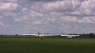 Towplane and Competitor Glider take off and fly in the air — Stock Video