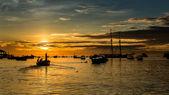 Sailing to the setting sun — Stock Photo