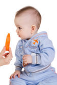 Child looks at the carrot — Stock Photo