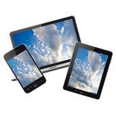 Notebook, tablet pc y teléfono móvil aisladas sobre fondo blanco — Foto de Stock