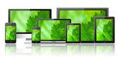 çeşitli elektronik cihazlar ile yeşil perde — Stok fotoğraf