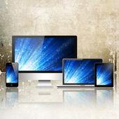 Bärbar dator, mobiltelefon, Tabletpc och dator — Stockfoto