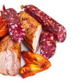 колбасы и копченое мясо — Стоковое фото