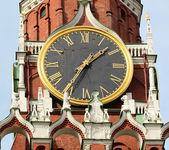 Klok op de centrale toren van het kremlin van Moskou — Stockfoto