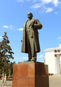 Interesting statue of Lenin in Moscow — Stock Photo