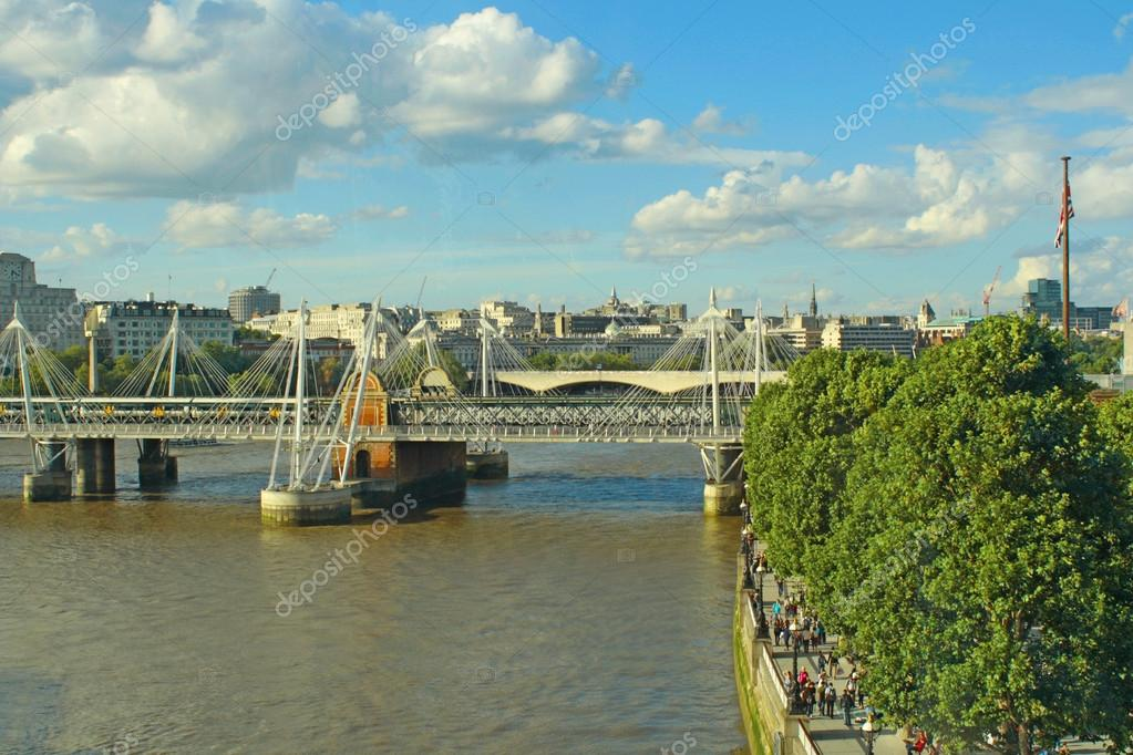 Charing Cross Station and the Jubilee Bridge in London in the river Thames — Stock Photo #12161775