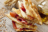 Focaccia con jamón crudo — Foto de Stock