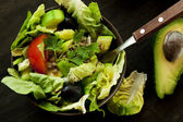 Fresh Salad with Avocado, Lettuce and Olives — Stock Photo