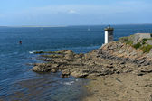 Lighthouse on the rocky coast of the Atlantic Ocean — Stock fotografie