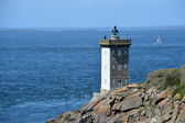 Lighthouse on the rocky coast of the Atlantic Ocean — Stock Photo