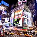 oświetlony fasady teatrów na Broadwayu — Zdjęcie stockowe #23234990