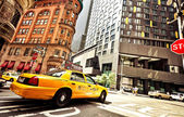 Yellow taxi cab in New York City — Stock Photo