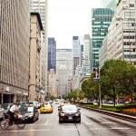 City streetlife on Park Avenue — Stock Photo #23241212