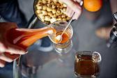 Preparazione del caffè al caramello — Foto Stock