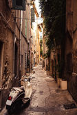 Street in Saint Tropez with moped — Stock Photo