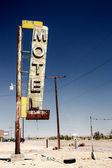 Signe d'hôtel ruine long de la route historique 66 — Photo