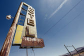 Hotel sign ruin along historic Route 66 — Stock Photo
