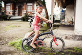 Indonesian child with bicycle in Bali, Indonesia — Stock Photo