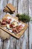 Knaeckebrot mit Wurst und Käse — Photo