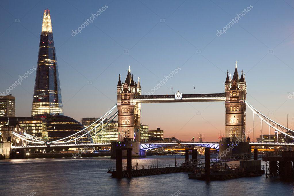 伦敦塔桥和夜间碎片
