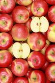 Manzanas rojas frescas formando un fondo — Foto de Stock