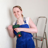 Young woman renovating her home — Foto de Stock