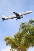 Airplane traveling into vacation during a holiday — Stock Photo