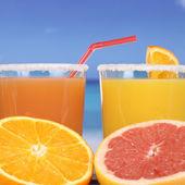 Orange juice from oranges at the sea — Stock Photo
