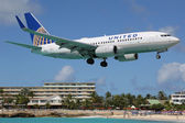 United Airlines Boeing 737-700 landing St. Martin — Stock Photo