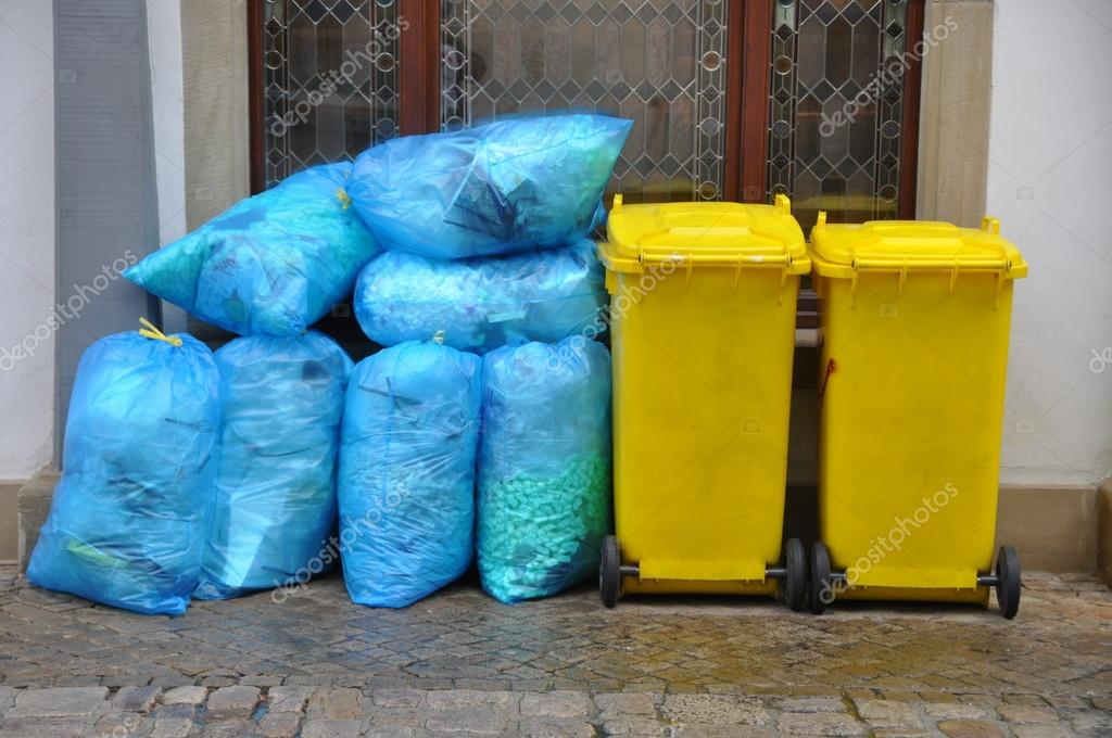 Yellow garbage cans for recyclabe trash  — Stok fotoğraf #18939213