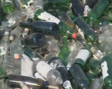 Glass bottle recycling. — Stock Video