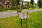 Vieux quartier de maisons en bois rétro rouillées de boîtes aux lettres — Photo