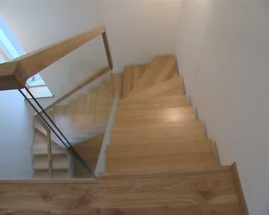 Wooden stairs with protective glass in residential building. — 图库视频影像