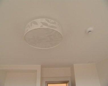 Geïnstalleerde levende huis roomservice decoraties details. — Stockvideo