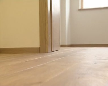 Newly installed living house floor details. floorboard hardwood. — Stock Video