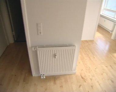 Controle de aquecimento e mecanismos de contabilidade em apartamento recém-construído. — Vídeo stock