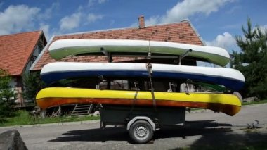 Canoes boats trailer — Stock Video