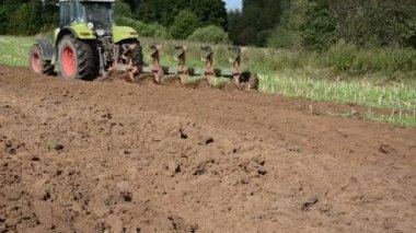 Tractor plough wheel — Stock Video