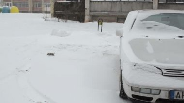 Snow fall car parking — Vídeo de Stock
