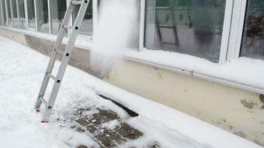 Ladder greenhouse snow — Stock Video