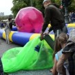 Girl zorb ball inflate — Stock Video #19260861