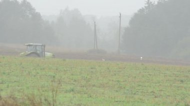 Tractor plow field fog — Video Stock