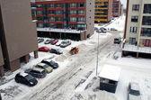 フラット家駐車場でトラクターきれいな冬の雪 — ストック写真