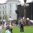 Teach throw jugge balls in vilnius lukiskes square — 图库视频影像
