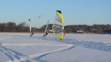 Ice sailing surfing on frozen winter lake hobby sport — Stock Video