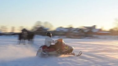 Drive snowmobile transport Galves lake Trakai winter — 图库视频影像