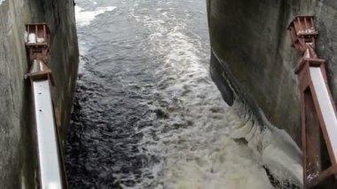 Panorama water stream flow splash vintage dam ice snow winter — Stock Video