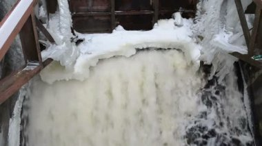 Strong water stream flow retro dam construction ice snow winter — Stock Video